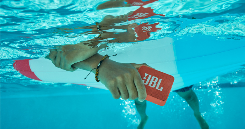 Z novim JBL GO 2 prenosnim zvočnikom bodo poletne zabave boljše kot kadarkoli prej!