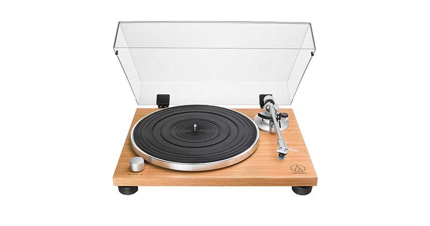 Audio Technica AT-LPW30TK gramofon z lesenim ohišjem za naravni zvok!